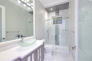 Photo 3: 1012 E 58TH Avenue in Vancouver: South Vancouver House for sale (Vancouver East)  : MLS®# R2393438