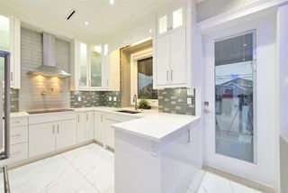 Photo 10: 1012 E 58TH Avenue in Vancouver: South Vancouver House for sale (Vancouver East)  : MLS®# R2393438