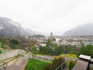 "Photo 18: 1005 PANORAMA Place in Squamish: Hospital Hill House for sale in ""Hospital Hill"" : MLS®# R2442448"