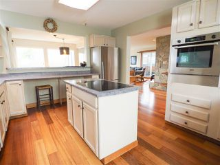 "Photo 3: 1005 PANORAMA Place in Squamish: Hospital Hill House for sale in ""Hospital Hill"" : MLS®# R2442448"
