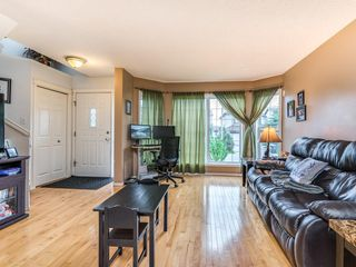 Photo 2: 15758 EVERSTONE Road SW in Calgary: Evergreen Detached for sale : MLS®# C4303466