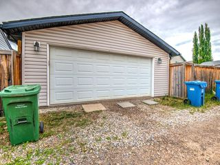 Photo 16: 15758 EVERSTONE Road SW in Calgary: Evergreen Detached for sale : MLS®# C4303466
