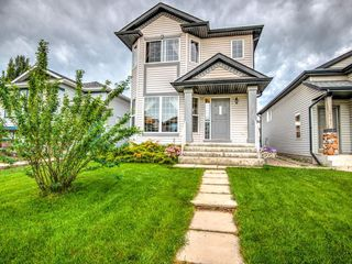Photo 1: 15758 EVERSTONE Road SW in Calgary: Evergreen Detached for sale : MLS®# C4303466