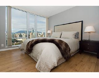 "Photo 4: 3001 583 BEACH Crescent in Vancouver: False Creek North Condo for sale in ""TWO PARKWEST"" (Vancouver West)  : MLS®# V665613"