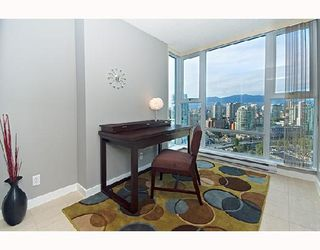"Photo 5: 3001 583 BEACH Crescent in Vancouver: False Creek North Condo for sale in ""TWO PARKWEST"" (Vancouver West)  : MLS®# V665613"