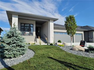 Photo 1: 7 Hill Grove Point in Winnipeg: Bridgwater Forest Residential for sale (1R)  : MLS®# 202015737