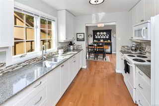 Photo 6: 2122 Granite St in : OB South Oak Bay Row/Townhouse for sale (Oak Bay)  : MLS®# 855155