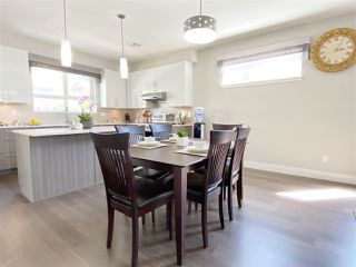 """Photo 7: 5 6028 MAPLE Road in Richmond: Woodwards Townhouse for sale in """"HARRINGTON COURT"""" : MLS®# R2455296"""