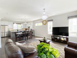 """Photo 4: 5 6028 MAPLE Road in Richmond: Woodwards Townhouse for sale in """"HARRINGTON COURT"""" : MLS®# R2455296"""