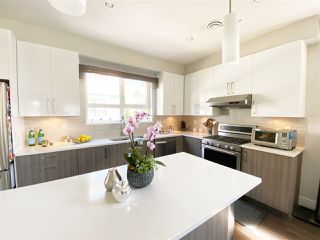 """Photo 10: 5 6028 MAPLE Road in Richmond: Woodwards Townhouse for sale in """"HARRINGTON COURT"""" : MLS®# R2455296"""