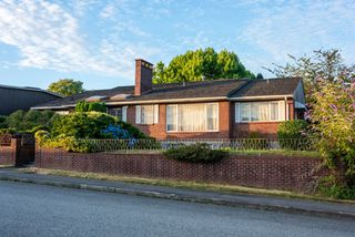 """Main Photo: 901 JACKSON Crescent in New Westminster: The Heights NW House for sale in """"Massey Heights"""" : MLS®# R2482421"""
