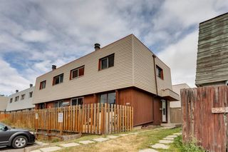 Main Photo: #4 519 64 Avenue NE in Calgary: Thorncliffe Row/Townhouse for sale : MLS®# A1060560