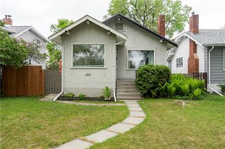 Photo 2: 218 Donalda Avenue in Winnipeg: Residential for sale (3D)  : MLS®# 202012805