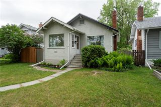 Photo 3: 218 Donalda Avenue in Winnipeg: Residential for sale (3D)  : MLS®# 202012805