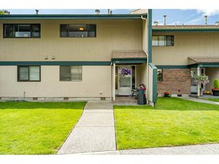 Photo 1: 56 5850 177B STREET in Surrey: Cloverdale BC Townhouse for sale (Cloverdale)  : MLS®# R2463380