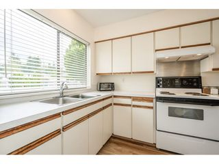 Photo 3: 56 5850 177B STREET in Surrey: Cloverdale BC Townhouse for sale (Cloverdale)  : MLS®# R2463380