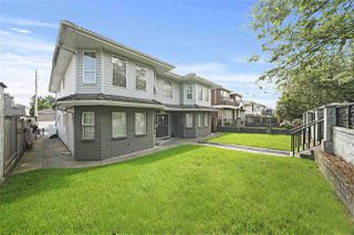 "Photo 2: 1670 E 57TH Avenue in Vancouver: Fraserview VE House for sale in ""FRASERVIEW"" (Vancouver East)  : MLS®# R2528714"