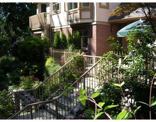 """Photo 9: 204 2059 CHESTERFIELD Avenue in North_Vancouver: Central Lonsdale Condo for sale in """"RIDGE PARK GARDENS"""" (North Vancouver)  : MLS®# V661166"""