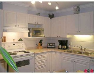 """Photo 3: 9650 148TH Street in Surrey: Guildford Condo for sale in """"Hartford Woods"""" (North Surrey)  : MLS®# F2703516"""