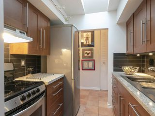 "Photo 7: 303 440 E 5TH Avenue in Vancouver: Mount Pleasant VE Condo for sale in ""Landmark Manor"" (Vancouver East)  : MLS®# R2400226"