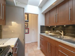 "Photo 8: 303 440 E 5TH Avenue in Vancouver: Mount Pleasant VE Condo for sale in ""Landmark Manor"" (Vancouver East)  : MLS®# R2400226"