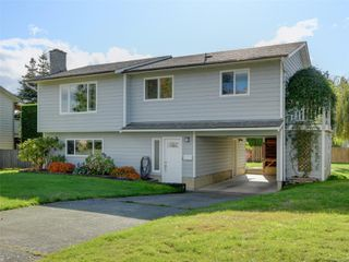 Photo 1: 2101 Rennie Pl in : Si Sidney South-West House for sale (Sidney)  : MLS®# 858574