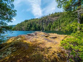 "Photo 16: Block E SAKINAW Lake in Pender Harbour: Pender Harbour Egmont House for sale in ""Sakinaw Lake"" (Sunshine Coast)  : MLS®# R2398230"