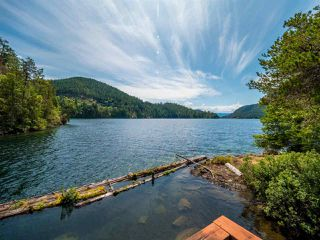 "Photo 9: Block E SAKINAW Lake in Pender Harbour: Pender Harbour Egmont House for sale in ""Sakinaw Lake"" (Sunshine Coast)  : MLS®# R2398230"