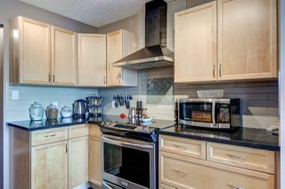 Photo 3: 28 6608 158 Avenue in Edmonton: Zone 28 Townhouse for sale : MLS®# E4181088