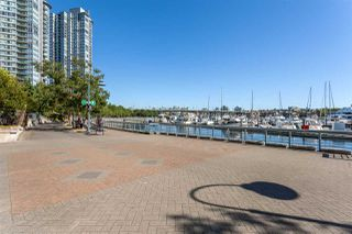 "Photo 19: 1056 PACIFIC Boulevard in Vancouver: Yaletown Townhouse for sale in ""Quaywest"" (Vancouver West)  : MLS®# R2431861"