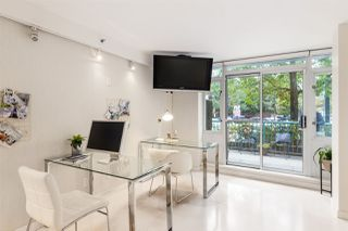 "Photo 3: 1056 PACIFIC Boulevard in Vancouver: Yaletown Townhouse for sale in ""Quaywest"" (Vancouver West)  : MLS®# R2431861"