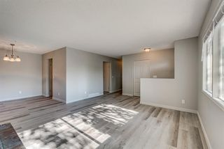 Photo 4: 236 QUEEN CHARLOTTE Way SE in Calgary: Queensland Detached for sale : MLS®# A1025137