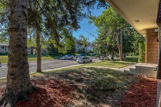 Photo 2: 236 QUEEN CHARLOTTE Way SE in Calgary: Queensland Detached for sale : MLS®# A1025137