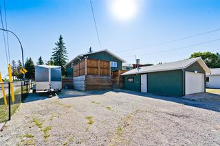 Photo 4: 2003 35 Street SE in Calgary: Southview Detached for sale : MLS®# A1027637