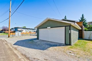 Photo 3: 2003 35 Street SE in Calgary: Southview Detached for sale : MLS®# A1027637