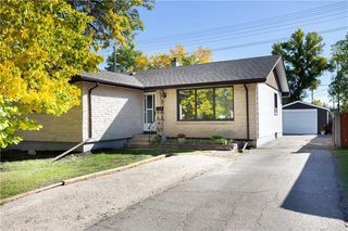 Photo 1: 161 Crestwood Crescent in Winnipeg: Windsor Park Residential for sale (2G)  : MLS®# 202023611
