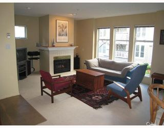 """Photo 3: E204 623 W 14TH Avenue in Vancouver: Fairview VW Condo for sale in """"CONNAUGHT ESTATES"""" (Vancouver West)  : MLS®# V679414"""