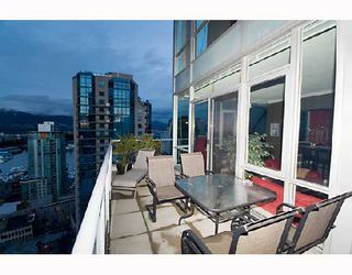 """Photo 4: 2203 1420 W GEORGIA Street in Vancouver: West End VW Condo for sale in """"THE GEORGE"""" (Vancouver West)  : MLS®# V688392"""
