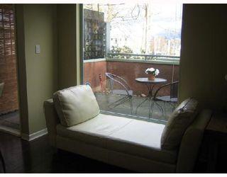 """Photo 2: 101 3673 W 11TH Avenue in Vancouver: Kitsilano Condo for sale in """"ALMA COURT"""" (Vancouver West)  : MLS®# V705715"""