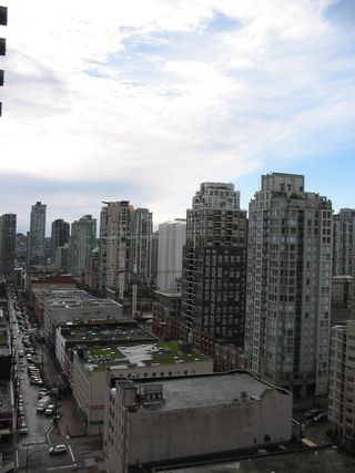 Photo 3: 2007 909 Mainland  Street in Vancouver / Downtown: Condo for sale (Vancouver West)