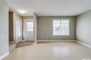 Photo 2: 231 Rutherford Crescent in Saskatoon: Sutherland Residential for sale : MLS®# SK793482