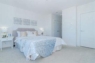 """Photo 12: 3301 4688 KINGSWAY in Burnaby: Metrotown Condo for sale in """"STATION SQUARE"""" (Burnaby South)  : MLS®# R2446499"""