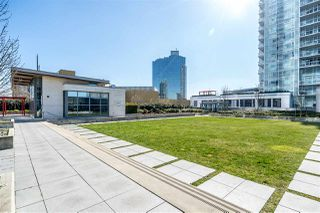 """Photo 1: 3301 4688 KINGSWAY in Burnaby: Metrotown Condo for sale in """"STATION SQUARE"""" (Burnaby South)  : MLS®# R2446499"""