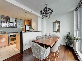 """Photo 7: 2905 33 SMITHE Street in Vancouver: Yaletown Condo for sale in """"COOPERS LOOKOUT"""" (Vancouver West)  : MLS®# R2455712"""