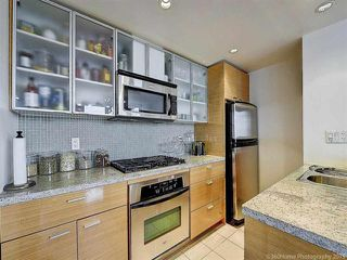 """Photo 11: 2905 33 SMITHE Street in Vancouver: Yaletown Condo for sale in """"COOPERS LOOKOUT"""" (Vancouver West)  : MLS®# R2455712"""