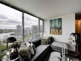 """Photo 6: 2905 33 SMITHE Street in Vancouver: Yaletown Condo for sale in """"COOPERS LOOKOUT"""" (Vancouver West)  : MLS®# R2455712"""