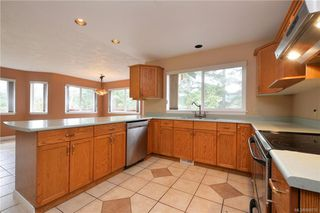 Photo 6: 2384 Fleetwood Crt in : La Florence Lake House for sale (Langford)  : MLS®# 860735
