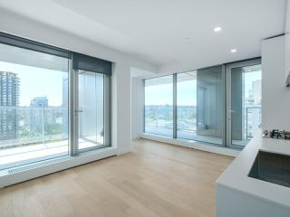Photo 2: 2102 1480 HOWE Street in Vancouver: Yaletown Condo for sale (Vancouver West)  : MLS®# R2454906