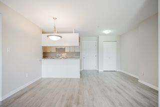 "Photo 14: 209 33960 OLD YALE Road in Abbotsford: Central Abbotsford Condo for sale in ""OLD YALE HEIGHTS"" : MLS®# R2480632"