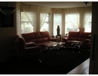 """Photo 3: 104 6820 RUMBLE Street in Burnaby: South Slope Condo for sale in """"GOVERNORS WALK"""" (Burnaby South)  : MLS®# V643600"""